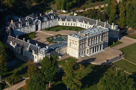 France, Haute-Normandie, Eure (27), Vernon, Château de Bizy (vue aérienne) //